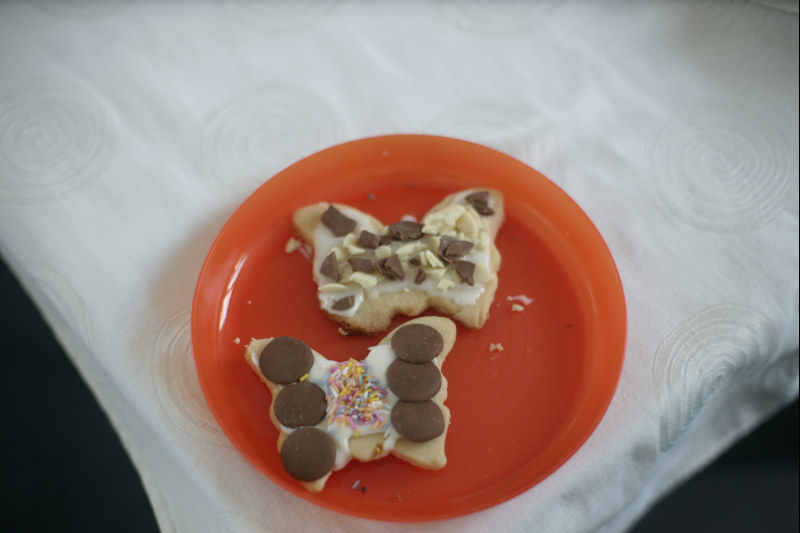Decorating buttefly biscuits